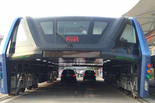 Chinas Elevated Bus Concept To Ease Traffic Becomes A Reality 2016080218000035 3316 640x426