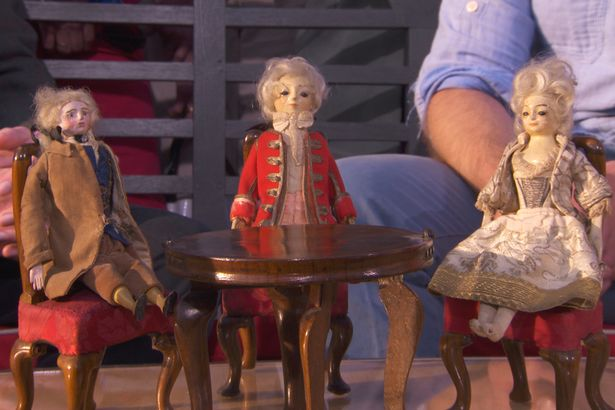 Antiques Roadshow Expert Goes Nuts For Super Rare Six Figure Find Dolls1