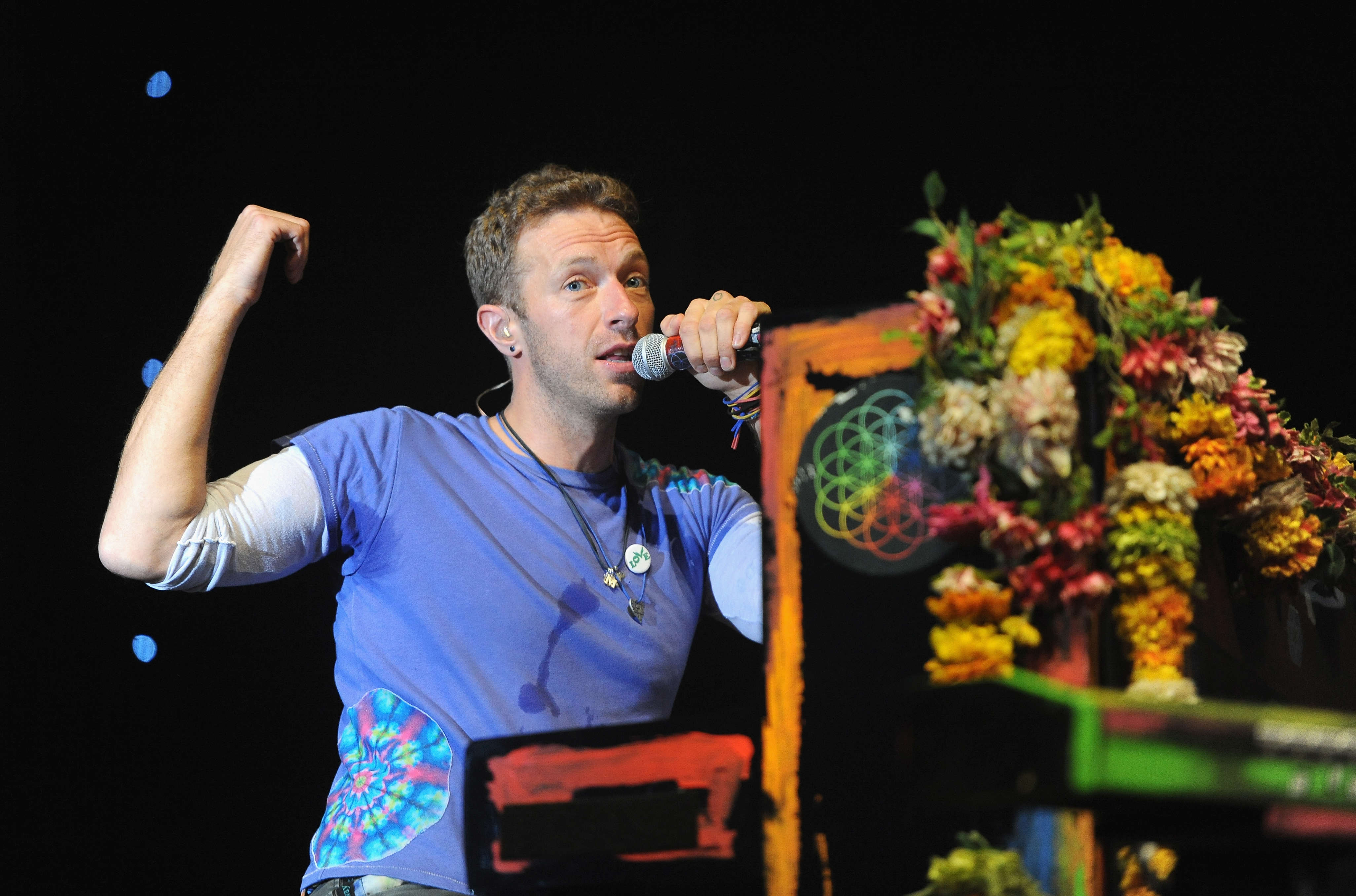 Heres What Chris Martin Did When A Fan Begged Him For Sex GettyImages 543491684