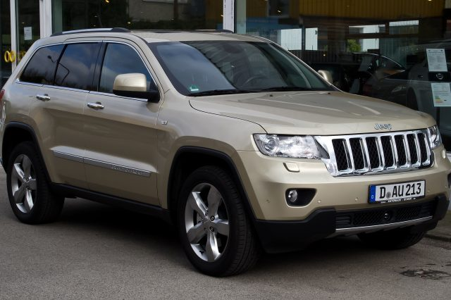 Anton Yelchins Parents To Sue Car Company For Sons Death, Heres Why Jeep Grand Cherokee 3.0 CRD Overland WK – Frontansicht 31. März 2012 Düsseldorf 640x426