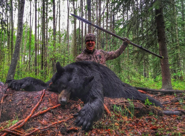 Hunter Shares Disgusting Video Of Him Killing Bear With Spear Screen Shot 2016 08 15 at 14.00.24