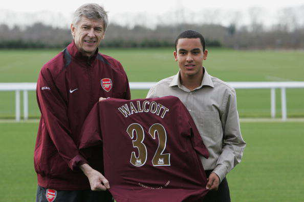 Theo Walcott Signs for Arsenal