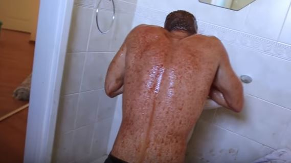 Absolute Moron Jumps Into Bathtub Full Of Hot Sauce, Instantly Regrets It chilli 5