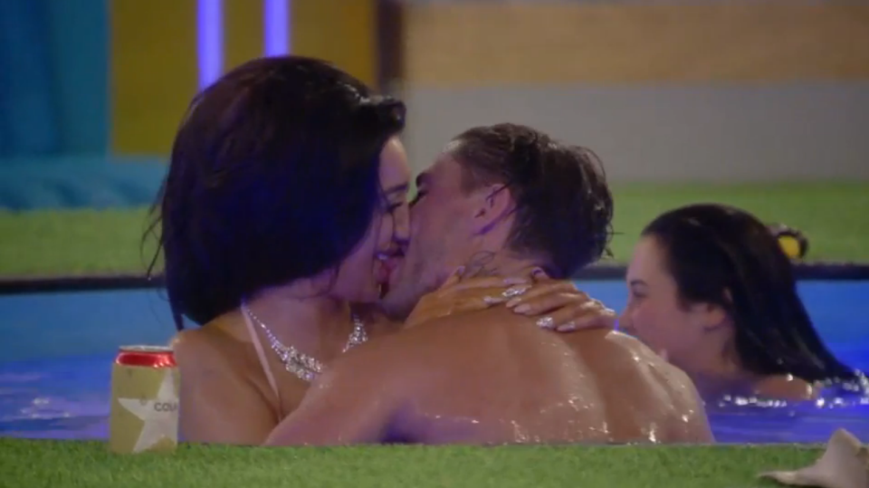 Celebrity Big Brother Set For Its Sexiest Episode Ever chloe 1