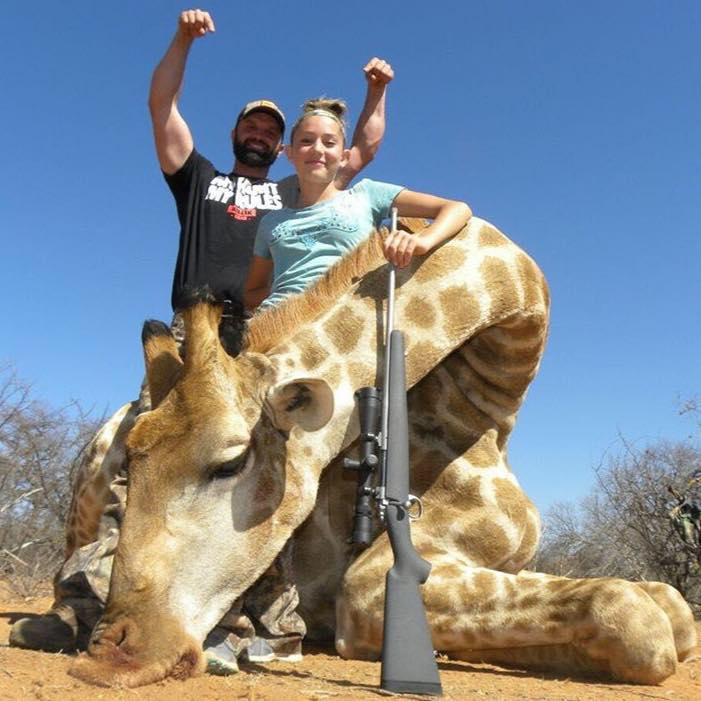12 Year Old Hunter Receives Death Threats Over Her Gruesome Photos giraffe1