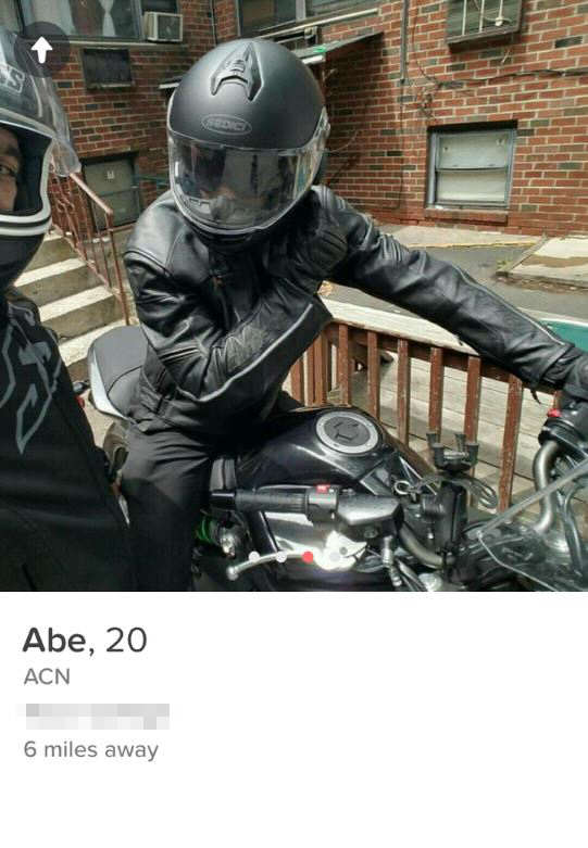 Things Got Awkward When This Girl Matched With Two Friends On Tinder imgur33