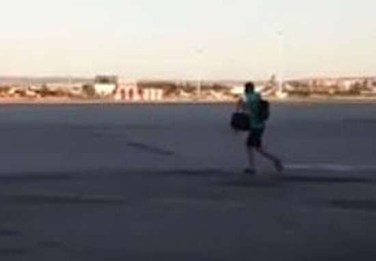 Footage Shows Guy Going To Extremes To Catch Ryanair Flight plane web 2