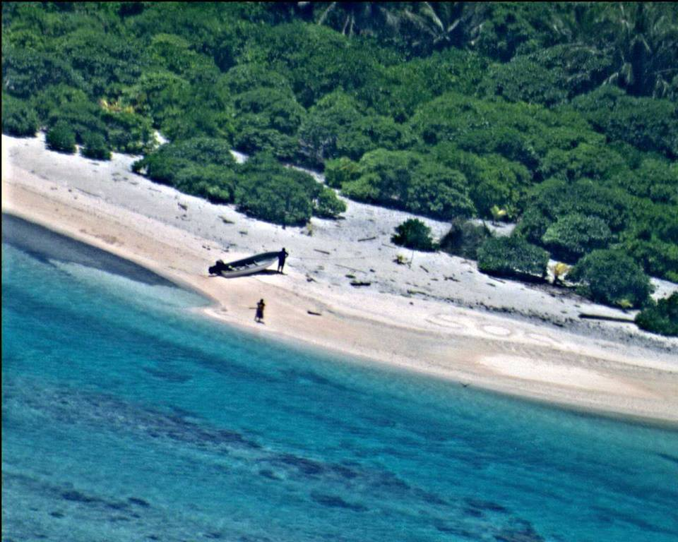 Sailors Rescued From Remote Desert Island Thanks To Hollywood Style SOS sos4