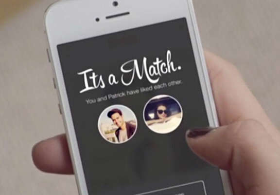 Things Got Awkward When This Girl Matched With Two Friends On Tinder tinder featured