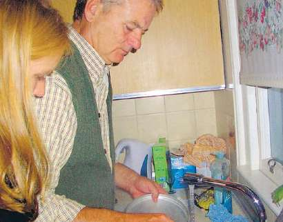bill-murray-doing-dishes