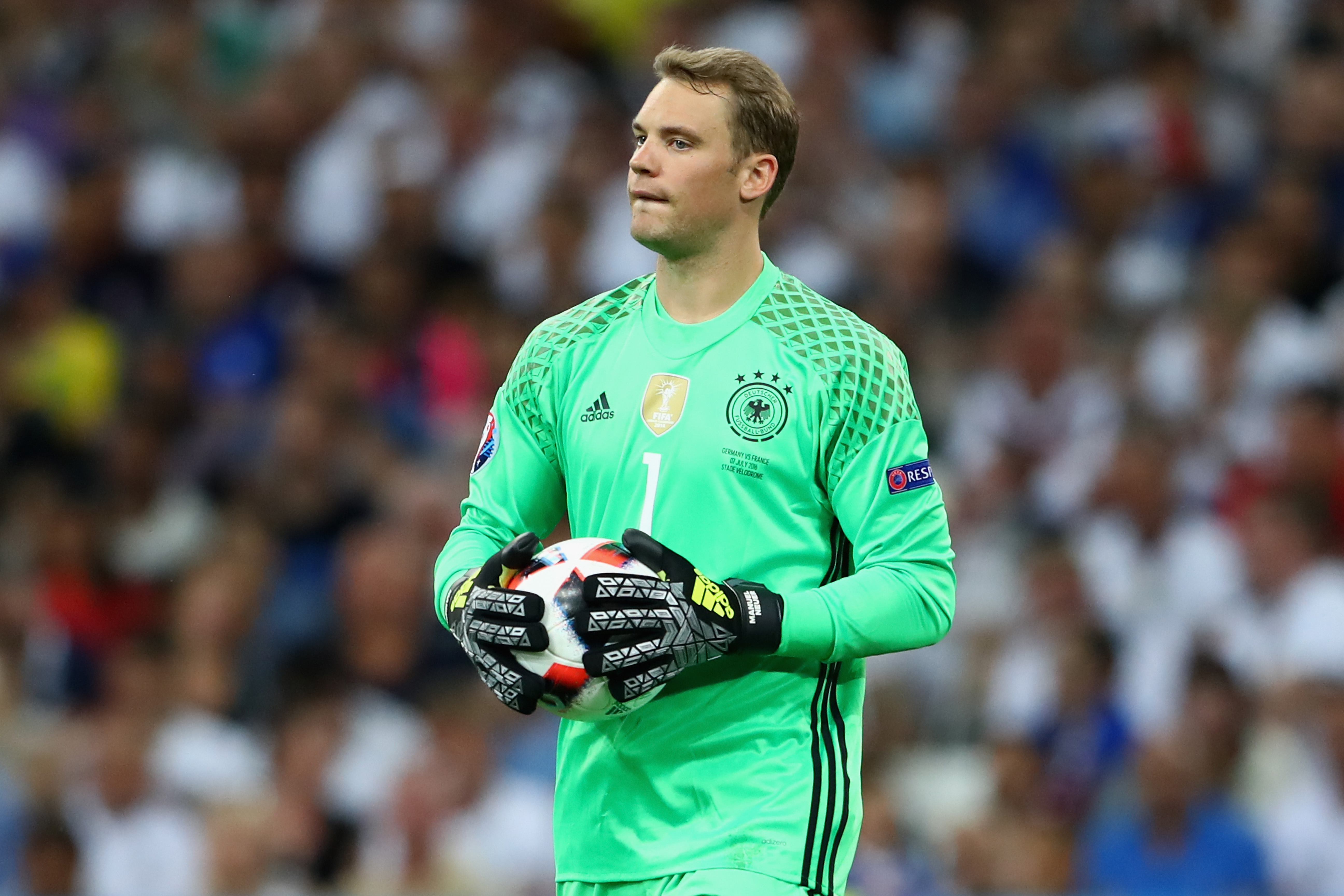 Manuel Neuer Goes Full Manuel Neuer On Official Debut As Skipper GettyImages 545414318