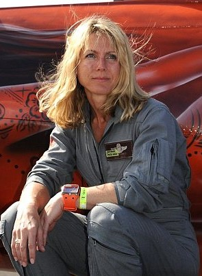 How F 16 Fighter Pilot Tried To Stop 9/11 By Sacrificing Her Own Life article 2035704 0 DCC279700000578 673 306x423