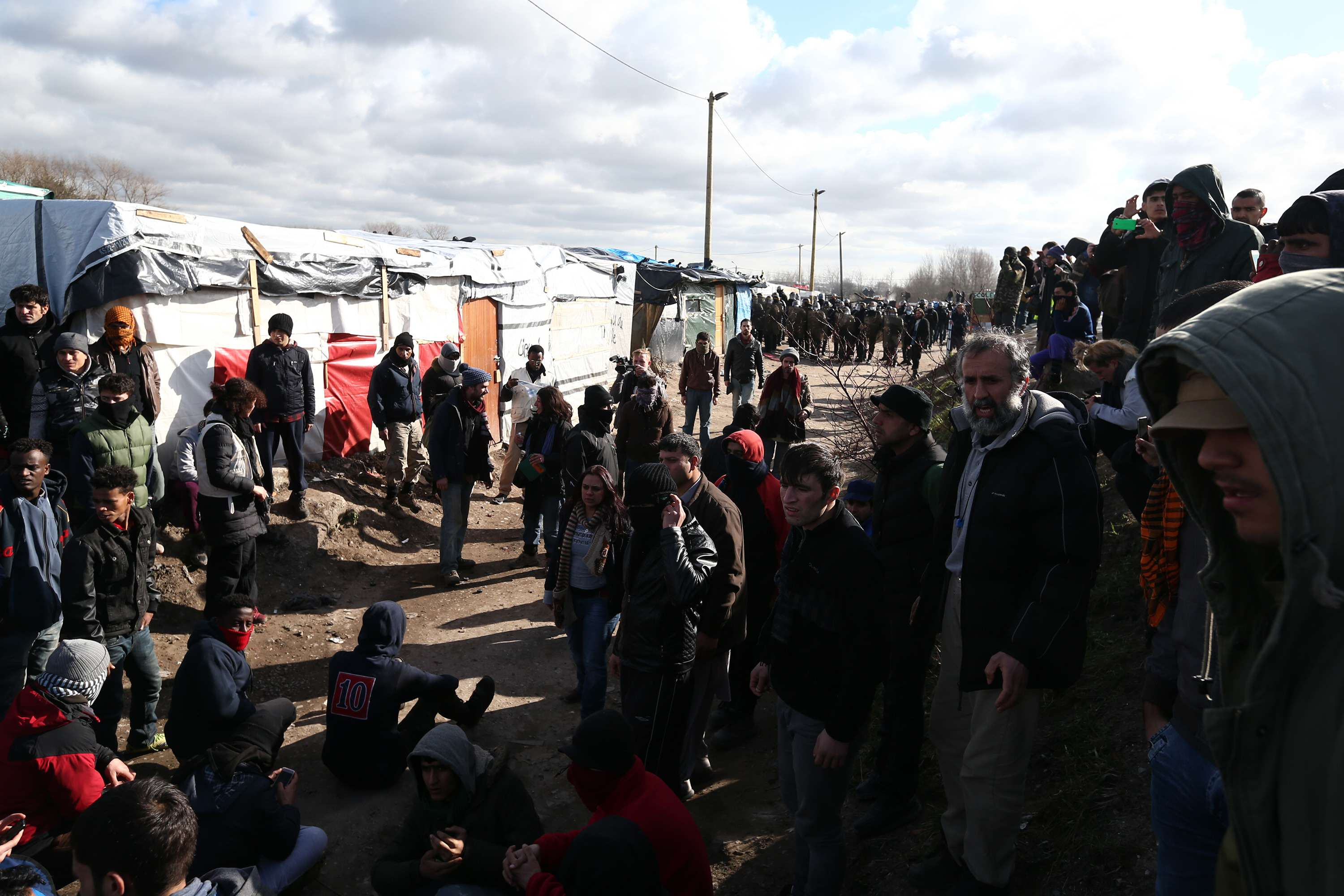 UK To Build 13 Foot Wall To Contain Migrants In Calais calais 1
