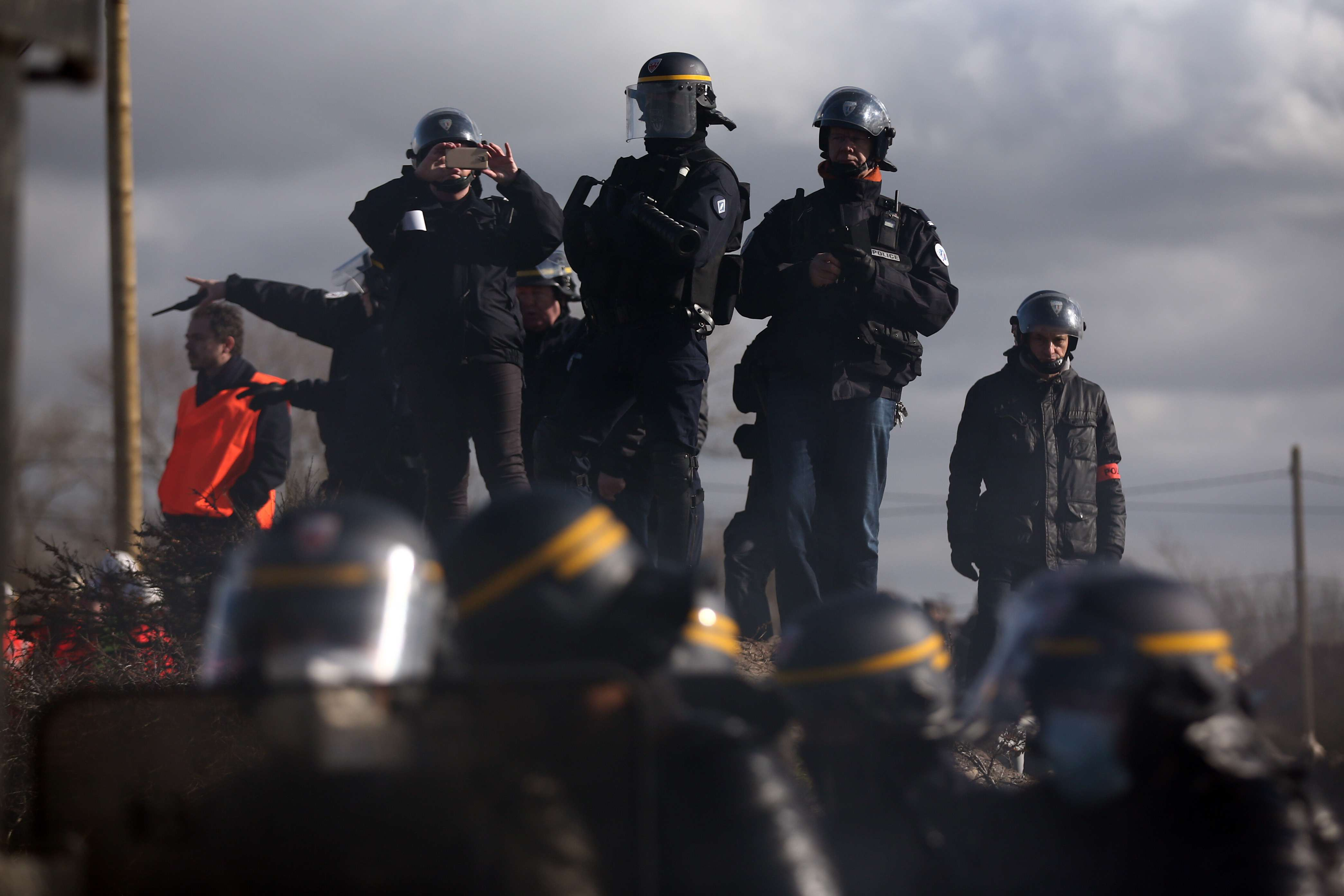 UK To Build 13 Foot Wall To Contain Migrants In Calais calais2