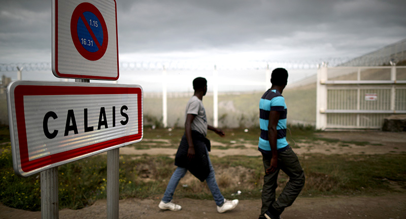 UK To Build 13 Foot Wall To Contain Migrants In Calais calcal