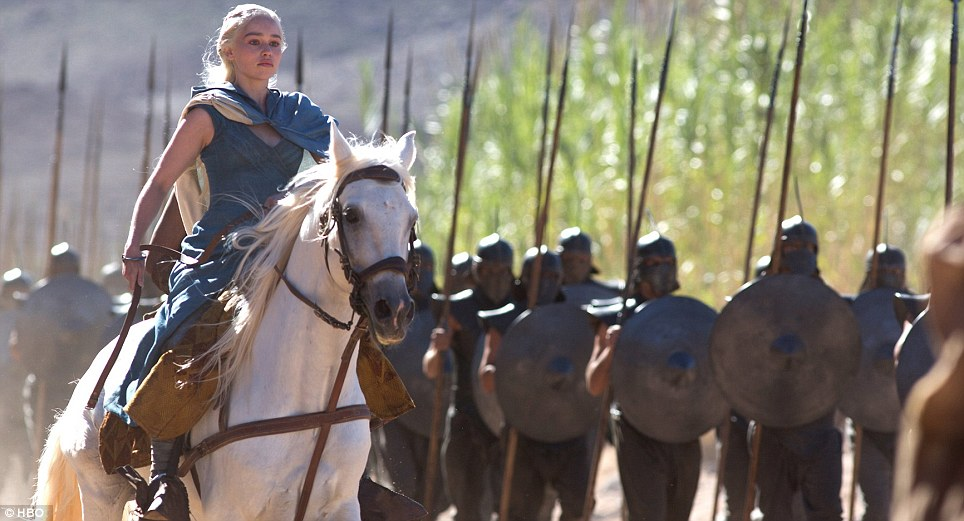 Game Of Thrones Set Spoilers Hint At Battle Weve All Been Waiting For daenerys targaryen