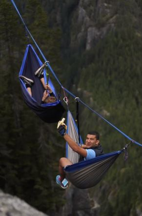 Guys Take On Worlds Most Dangerous Hammock To Cure Fear Of Heights hammock 1