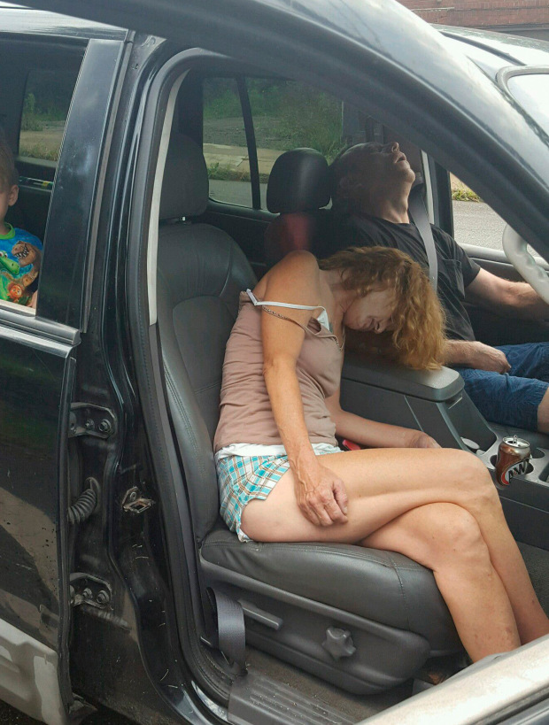 East Liverpool Police Department photo showing two adults passed out in a car with a little boy in the backseat in East Liverpool Ohio