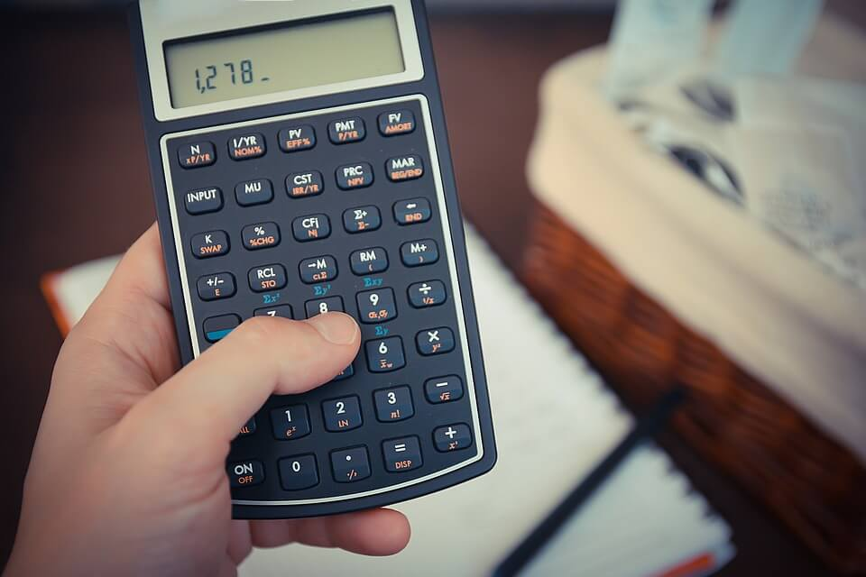 Guys Are Using An Insane Calculator Trick To Get Girls Numbers money 256296 960 720