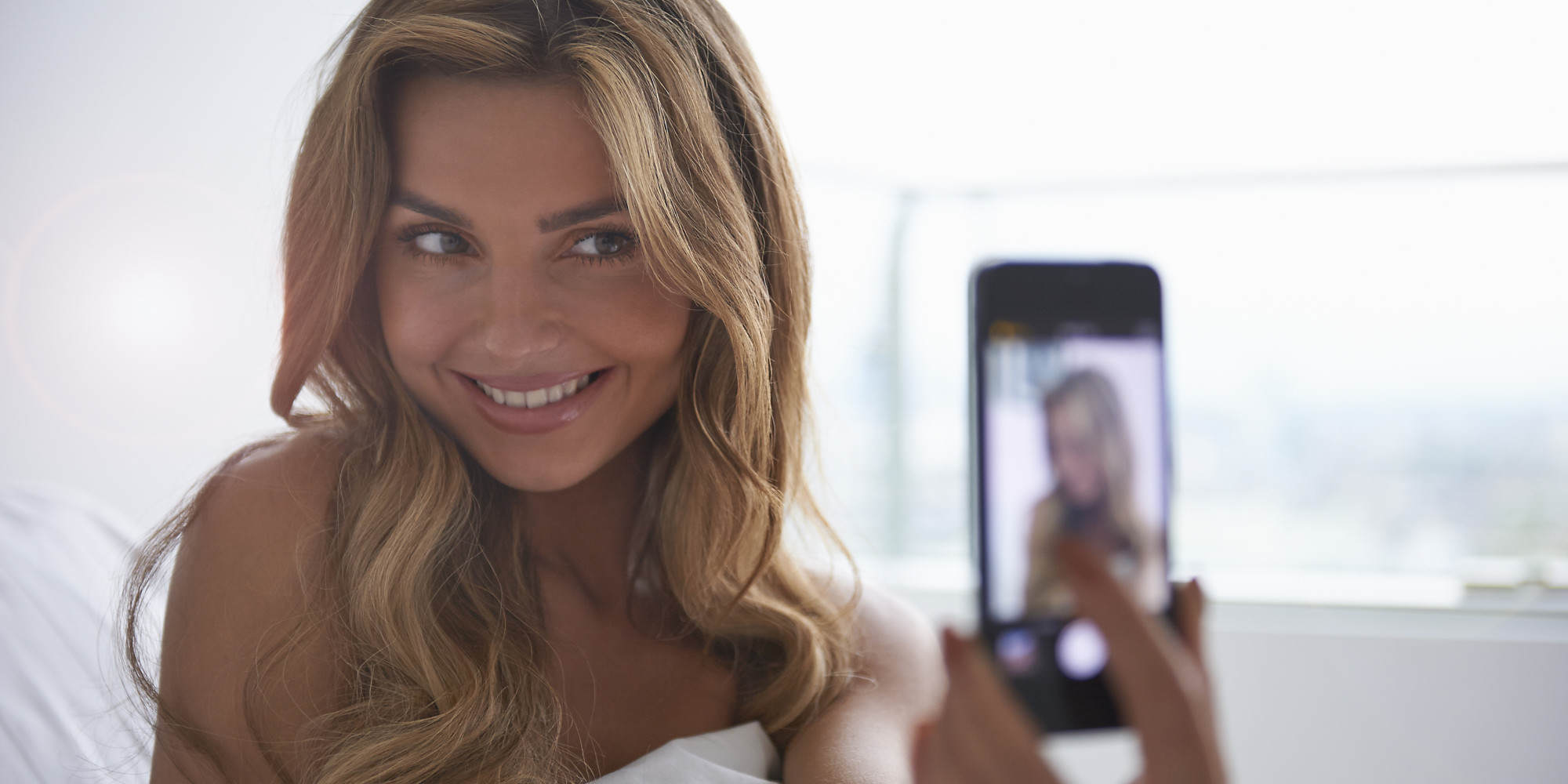 This Is The Surprising Way Selfies Affect Your Mental Health o SELFIE facebook 1