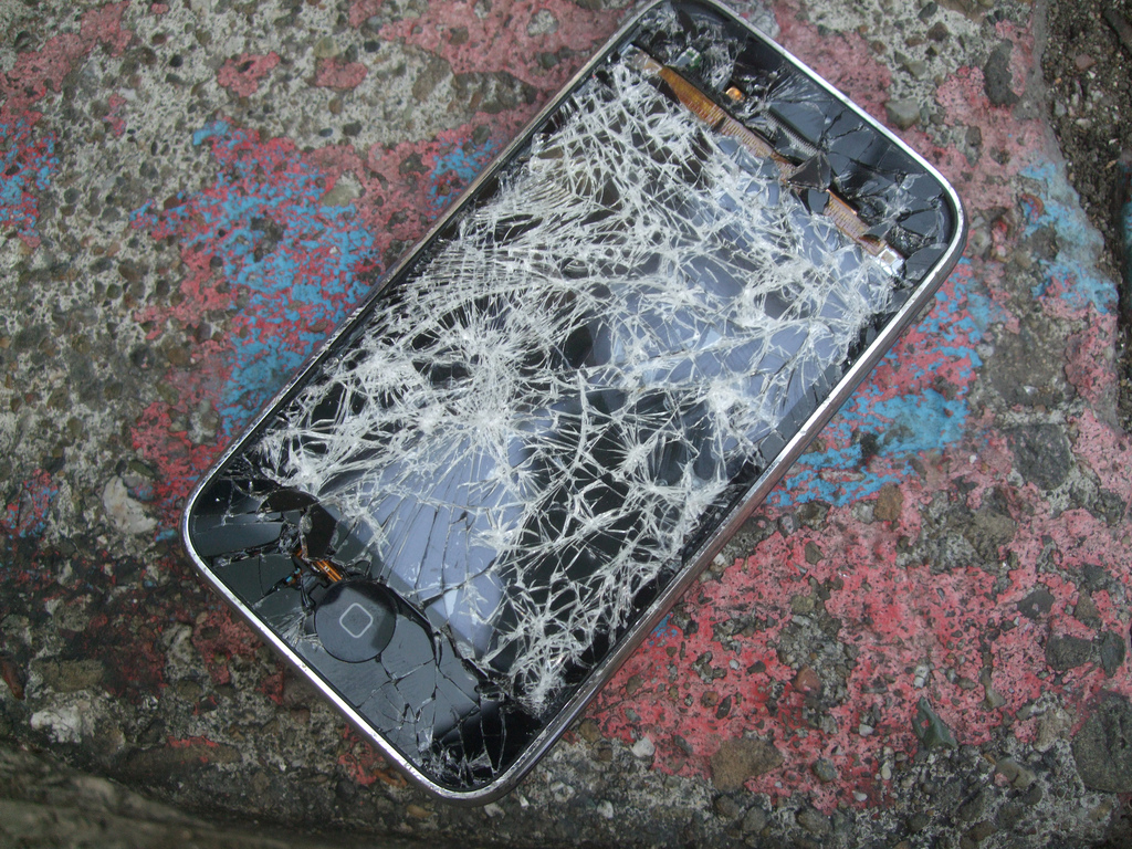 iPhone Repair Costs Have Mysteriously Just Increased Massively phone3