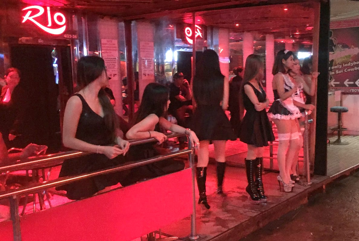 Heres How Thai Sex Workers Are Honouring Their Dead King 25690UNILAD imageoptim SWNS THAILAND REDLIGHT 01