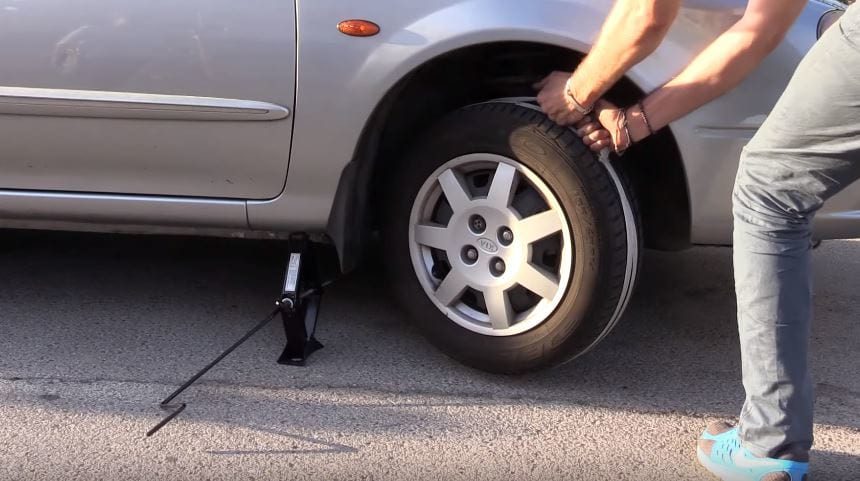 This Is How You Jump Start Your Car With Just A Rope 25971UNILAD imageoptim car 1