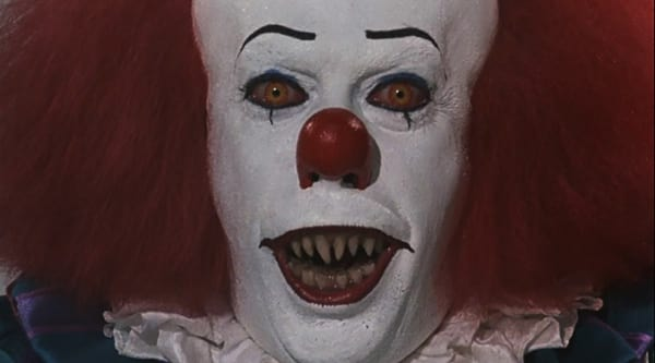 it-1990-movie-review-stephen-king-tim-curry-pennywise-the-clown-scary-pointy-teeth