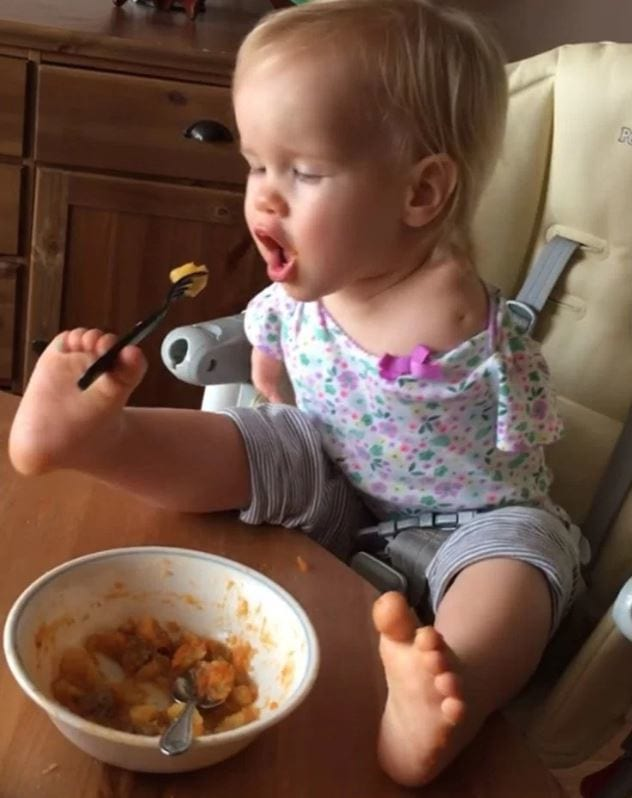 Little Girl With No Arms Teaches Herself How To Eat With Her Feet 40561UNILAD imageoptim vid 2