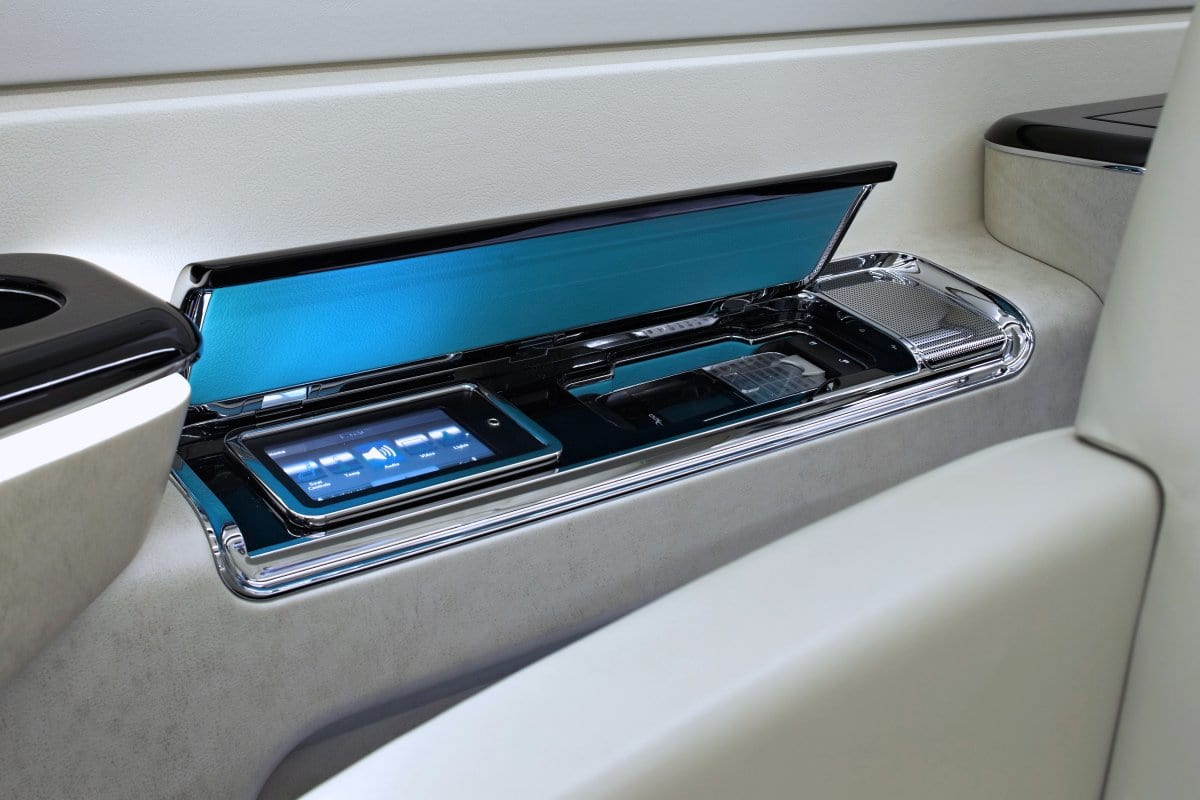 the-jets-cabin-can-be-controlled-via-individual-touch-screens-or-iphoneipad-controllers-the-500-also-features-a-high-definition-entertainment-system-and-full-wi-fi-connectivity