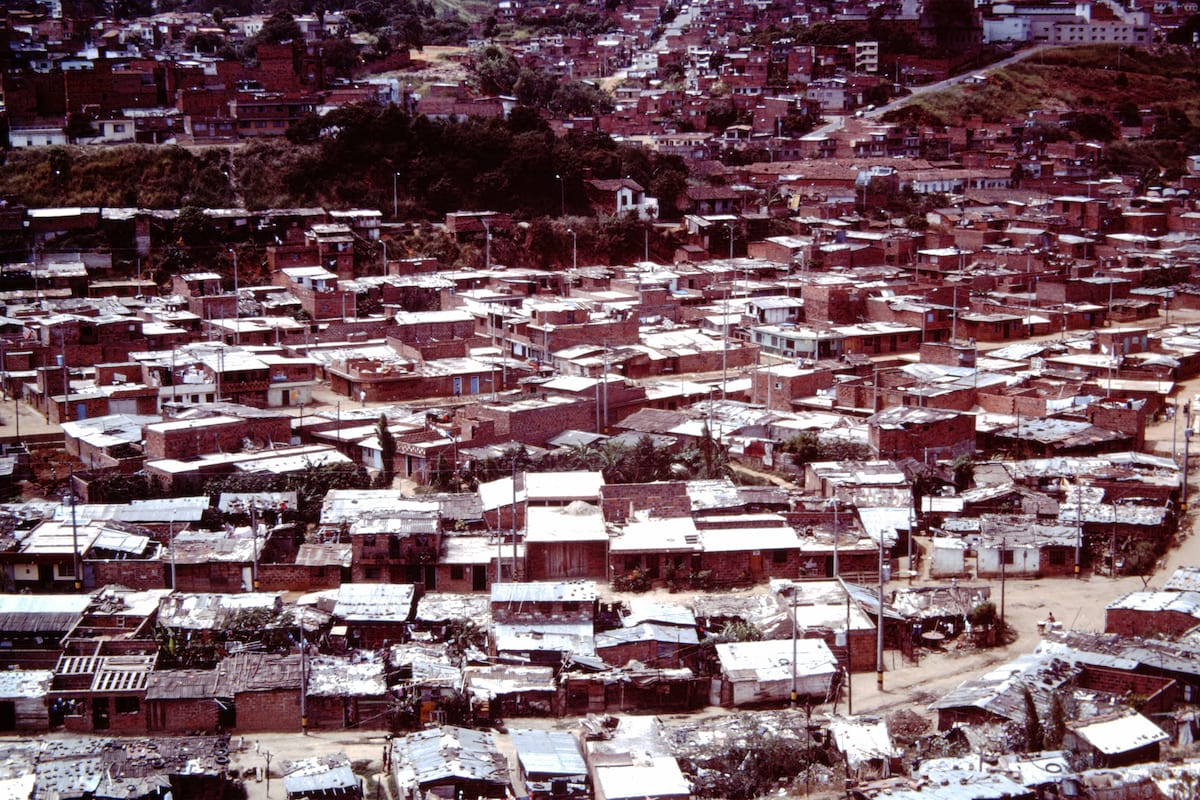 medellin-colombia-slums-1975-ihs-37-06-overview