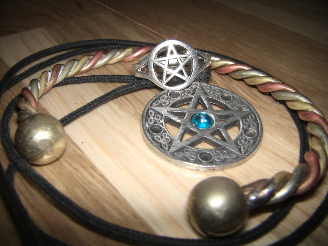 Has Magic Ever Really Existed In Britain? 43084UNILAD imageoptim Wiccan Jewellery wikipedia