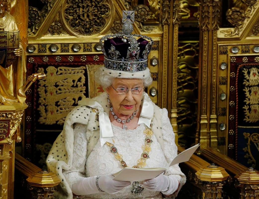 The Queen Is Hiring Someone To Do A Very Personal Job For Her 43614UNILAD imageoptim GettyImages 474851874
