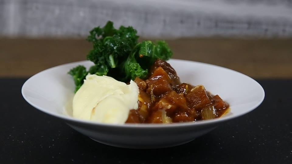 Heres How To Make A Delicious Slow Cooked Beef And Ale Stew 49116UNILAD imageoptim beefstew
