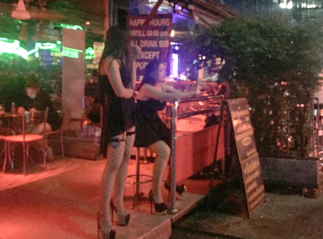 Heres How Thai Sex Workers Are Honouring Their Dead King 49319UNILAD imageoptim SWNS THAILAND REDLIGHT 04