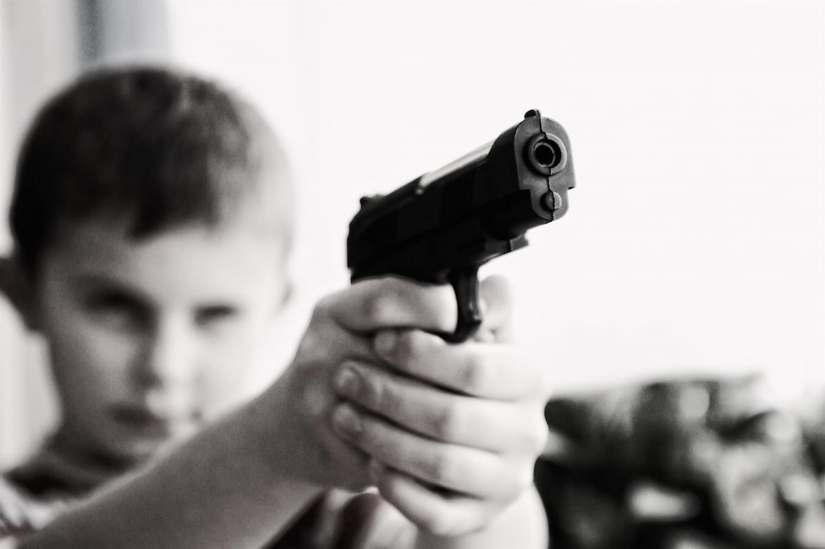 Child-with-gun