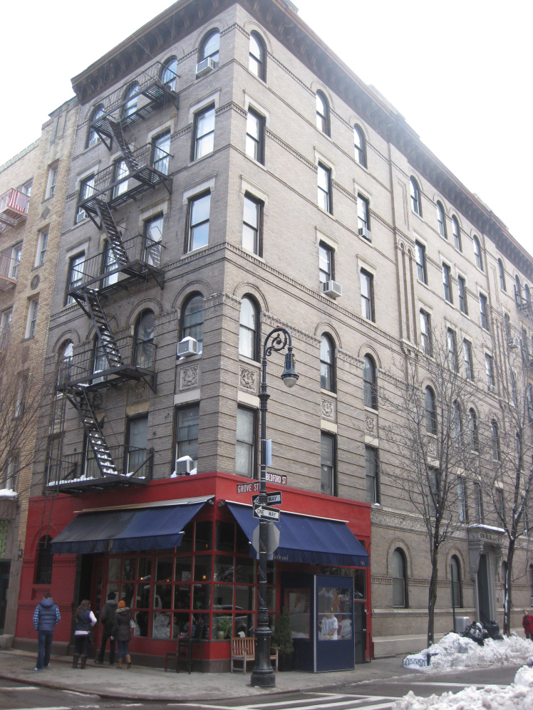 Heres How Much Chandler And Monicas Apartment In Friends Really Costs a9d209fb766e5d69dcad94878e7bebc4 1