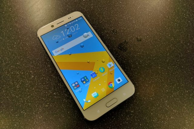 HTC 10 EVO display