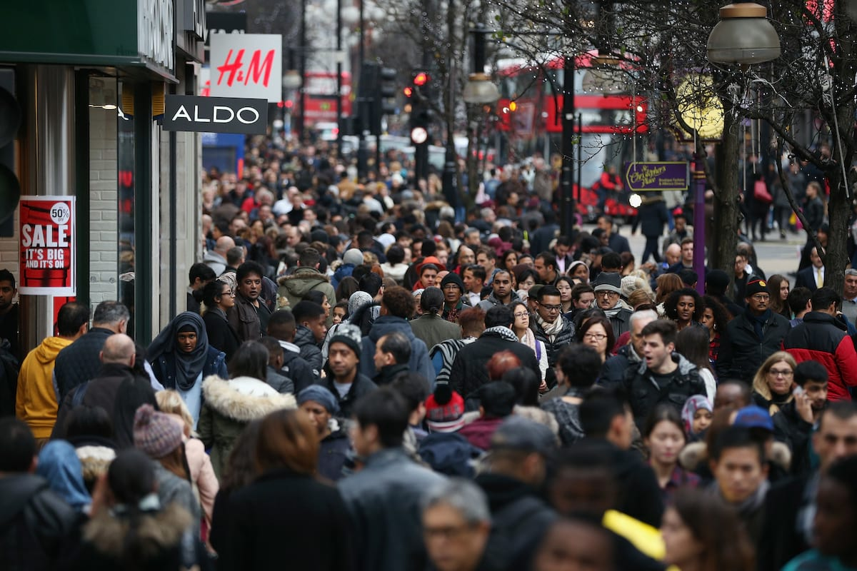 Theres A Campaign To Stop Shops Opening On Boxing Day 1415UNILAD imageoptim GettyImages 502499152