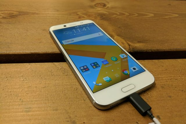 HTC 10 Evo First Impressions: See You Later Jack 16418UNILAD imageoptim IMG 20161117 114138 640x426