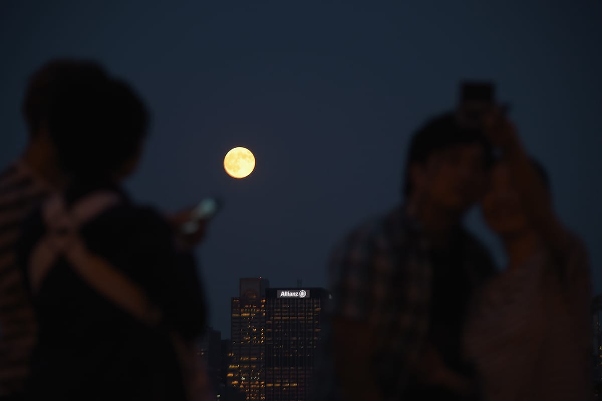 How To Photograph Tonights Supermoon So It Doesnt Look Crap 17466UNILAD imageoptim GettyImages 453461496