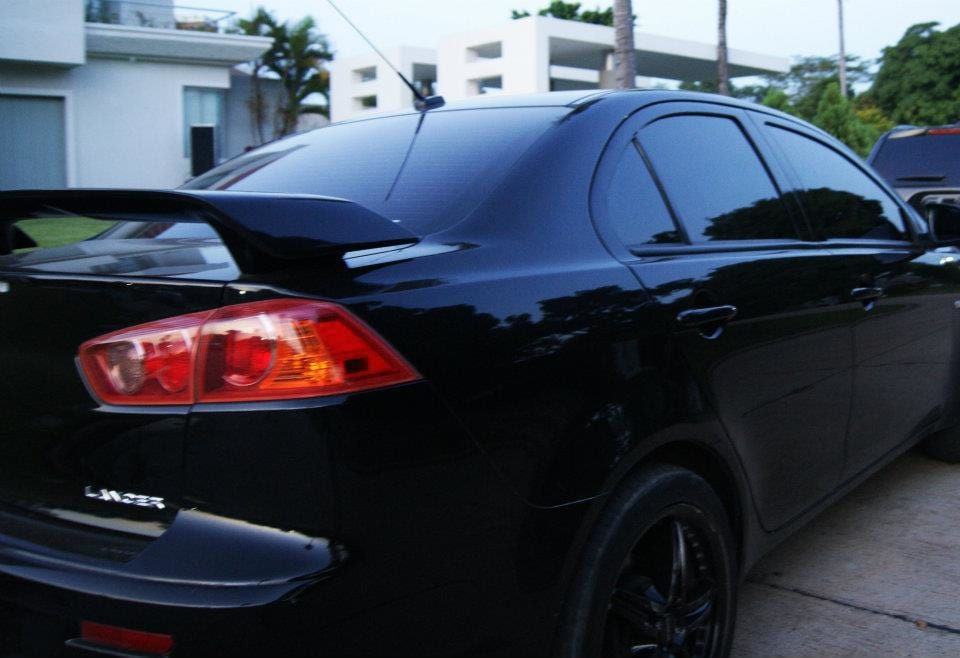 This Is What Your Cars Colour Says About You 18223UNILAD imageoptim Black car in Lima Peru
