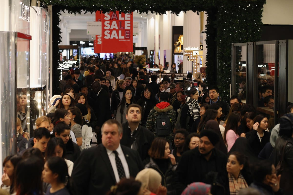 Theres A Campaign To Stop Shops Opening On Boxing Day 23822UNILAD imageoptim GettyImages 502477858
