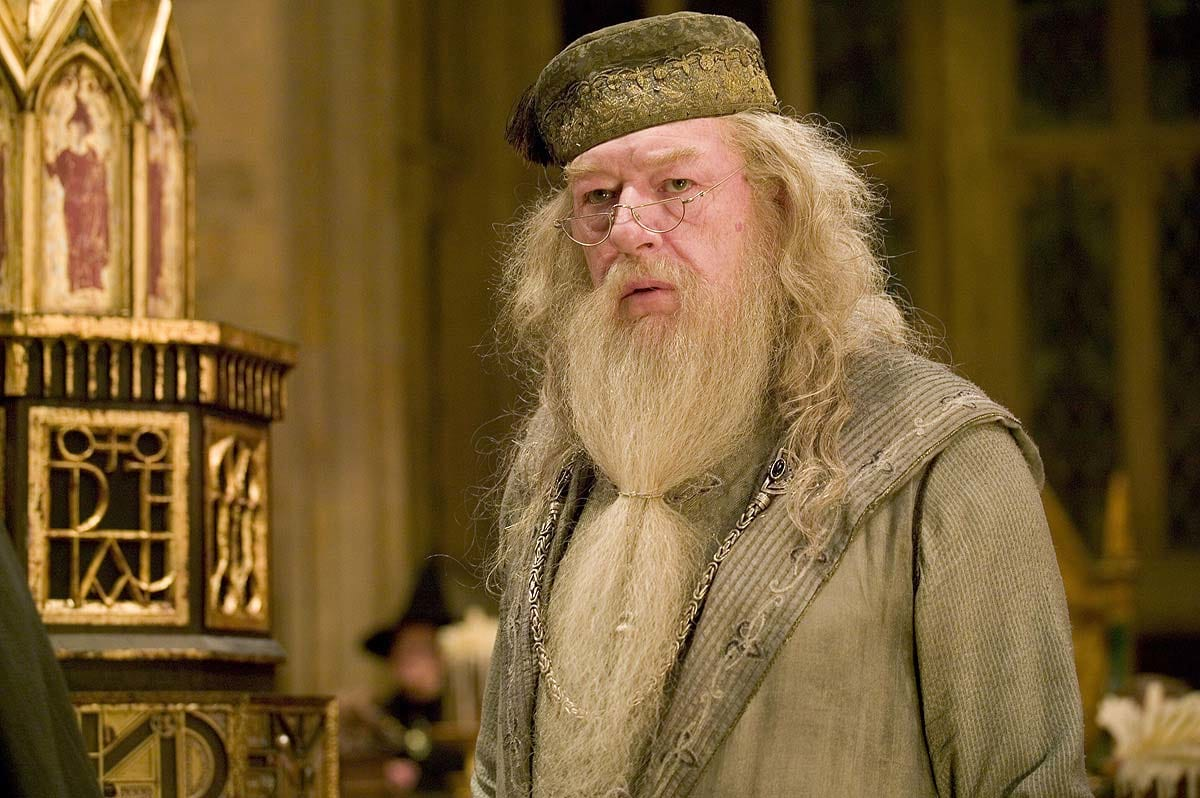 Dumbledore Is Going To Be Returning To Our Screens 26100UNILAD imageoptim dumbledore harry potter