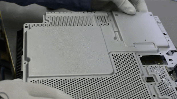PS4 Pro Gets Torn Apart In New Video To See Whats Under The Hood 26664UNILAD imageoptim qab9lgwhrlaxprmuxomu 620x349