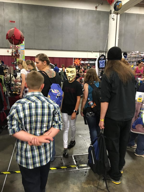 Eleven Went To Comic Con In Disguise And The Pics Are Hilarious 27154UNILAD imageoptim Milly bobby brown SLC 2