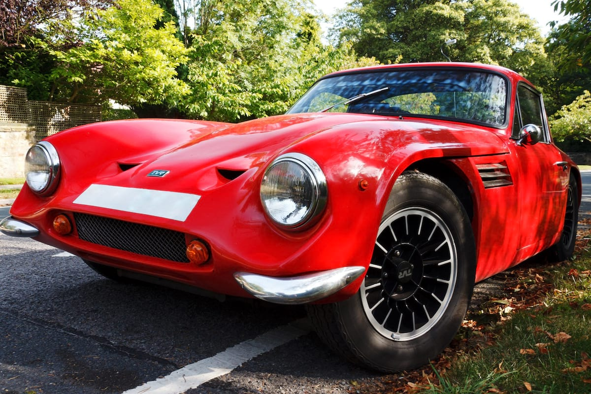 This Is What Your Cars Colour Says About You 32969UNILAD imageoptim red sports car