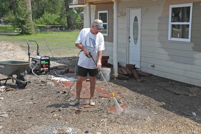 These Are The Everyday Things Doctors Refuse To Have In Their Houses 33234UNILAD imageoptim FEMA   30619   Man cleaning sidewalk in Missouri with pressure washer 640x426