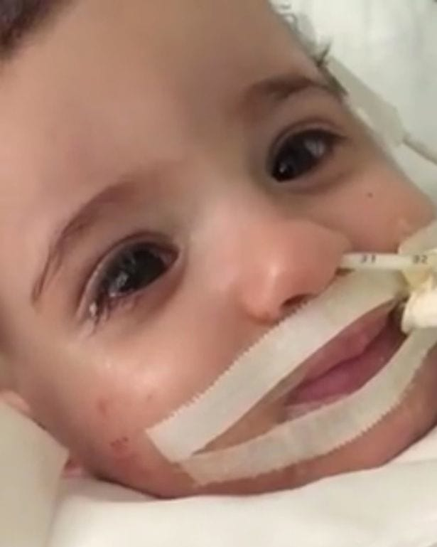 Miracle Baby Wakes From Coma As Doctors Prepare To Turn Off Life Support 33553UNILAD imageoptim Jamais sans Marwa