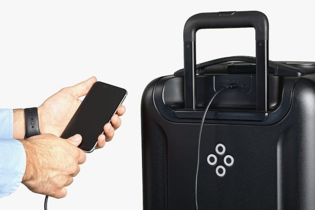 Bluesmart Black Edition Suitcase Review: Charge Your Phone On The Go 3450UNILAD imageoptim product slider 7 2x 1 640x426